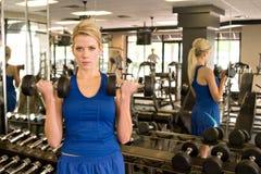 1名举重运动员妇女 免版税库存照片