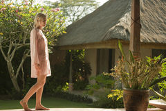 1名巴厘岛露台妇女 库存照片