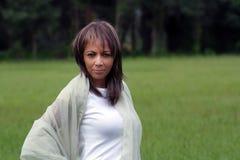 1名美丽的户外黑色妇女 免版税图库摄影