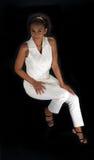 1名美丽的黑人成熟坐的妇女 免版税图库摄影