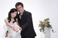 1对夫妇最近婚姻 库存照片