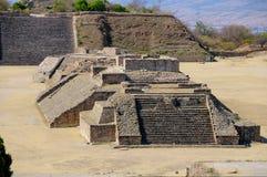 1座墨西哥金字塔废墟 免版税库存图片