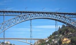 1座桥梁dom luis波尔图 免版税库存图片