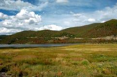 1座湖山 库存图片