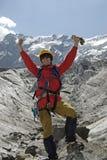 1座登山人兴奋山 免版税库存图片