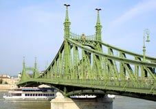 1座美丽的桥梁 免版税图库摄影