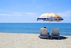 1把海滩遮阳伞 免版税库存照片