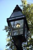 1根气体路灯柱点燃了 免版税库存照片