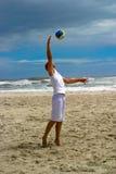 1球海滩齐射 图库摄影