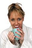 1美好饮料金发碧眼的女人享用热 免版税库存图片