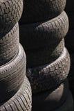 1行被堆积的轮胎 免版税库存照片