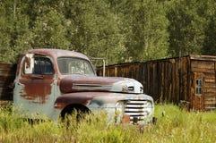1辆浅滩生锈的卡车 库存图片
