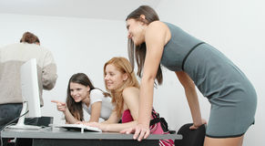 1 γραφείο κοριτσιών Στοκ φωτογραφίες με δικαίωμα ελεύθερης χρήσης