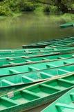 1 δεμένος ποταμός βαρκών ξύλ& Στοκ Φωτογραφία