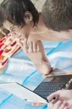 1 νεολαία ατόμων lap-top Στοκ Εικόνες