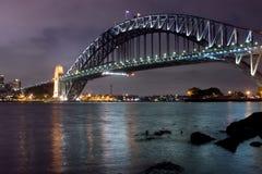 1 νύχτα Σύδνεϋ γεφυρών Στοκ φωτογραφία με δικαίωμα ελεύθερης χρήσης