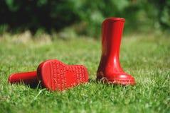 1 παιδί το κόκκινο λαστιχένιο s μποτών Στοκ φωτογραφία με δικαίωμα ελεύθερης χρήσης