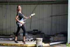 1 όμορφη ηλεκτρική κιθάρα redhead Στοκ Εικόνες