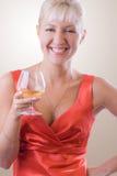 1 белокурая стеклянная женщина вина Стоковые Фотографии RF