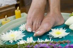 1 ванна цветет травы ноги Стоковое Фото