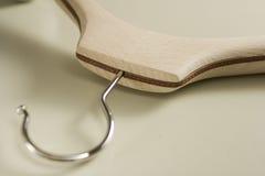 1 вешалка деревянная стоковое изображение