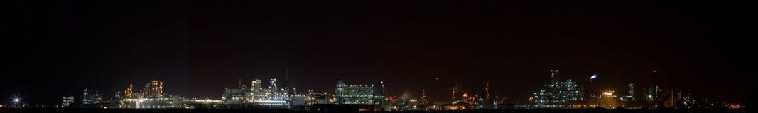 1 взгляд завода химической ночи панорамный Стоковое Изображение
