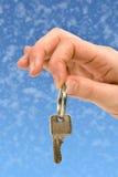 1 вручая ключ сверх Стоковое Фото