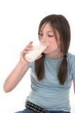 1 выпивая девушка меньшее молоко Стоковые Изображения RF