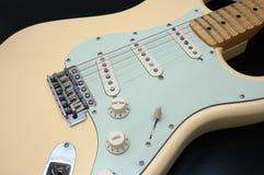1 гитара крупного плана электрическая Стоковые Фотографии RF