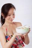 1 женщина салата удерживания плодоовощ Стоковое Изображение RF