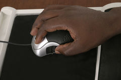 1 компьютер вручает мышь человека Стоковые Фото