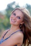 1 красивейший блондинкы детеныш outdoors Стоковое Фото