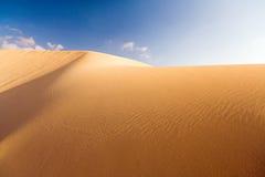 1 небо голубой дюны золотистое Стоковое Изображение RF