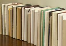1 рядок книг непознаваемый Стоковая Фотография