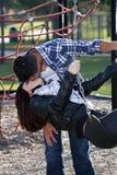 1 спортивная площадка пар целуя романтичная Стоковые Изображения