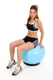 1 шарика тренировки деятельность женщины вне Стоковая Фотография