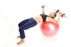 1 давление fitball dumbell Стоковые Фотографии RF