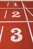1 2 3 en una pista corriente. Imagen de archivo