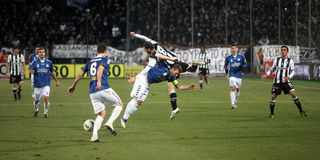 (1) 2 atromitos futbolowego dopasowania paok Zdjęcia Stock