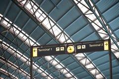 (1) 2 lotniskowych wnętrza znaka śmiertelnie Obrazy Royalty Free