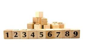 1 9 номеров блоков гребет к деревянному Стоковая Фотография
