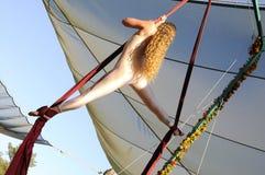1 acrobaticsantennkvinnlig Royaltyfri Bild