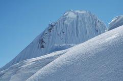 1 alpamayoberg Fotografering för Bildbyråer