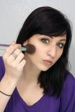 1 applicerar härligt makeupkvinnabarn Arkivbild