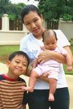 1 asiatiska familj Arkivfoto