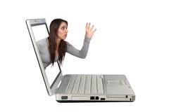 (1) atrakcyjny brunetki laptopu dojechanie Fotografia Royalty Free