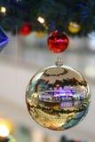 1 ball cristmas tree Στοκ Φωτογραφία