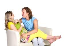 1 behandla som ett barn par som förväntar barn Arkivfoton