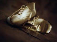 1 behandla som ett barn skor Arkivfoton