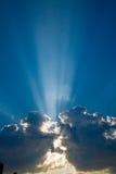 1 blue clouds skyssunbeams Fotografering för Bildbyråer
